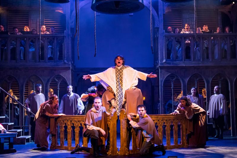 法语原版音乐剧《巴黎圣母院》1月在上汽上海文化广场上演。