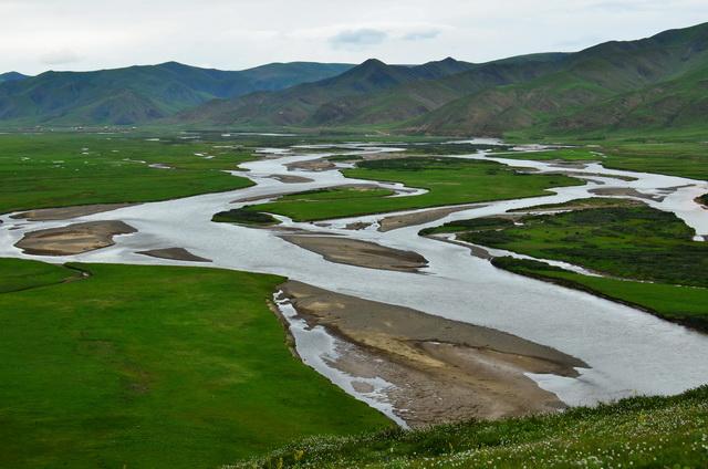 三江源地区是亚洲最重要的生态安全屏障和全球最敏感的气候启动区之一。摄影/章轲