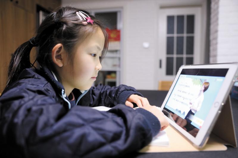 2000年之后,教育行业巨头相继创立,并相继开发出在线教育模式。但直到五年前,在线教育行业才兴起一股融资热潮。  摄影记者/任玉明
