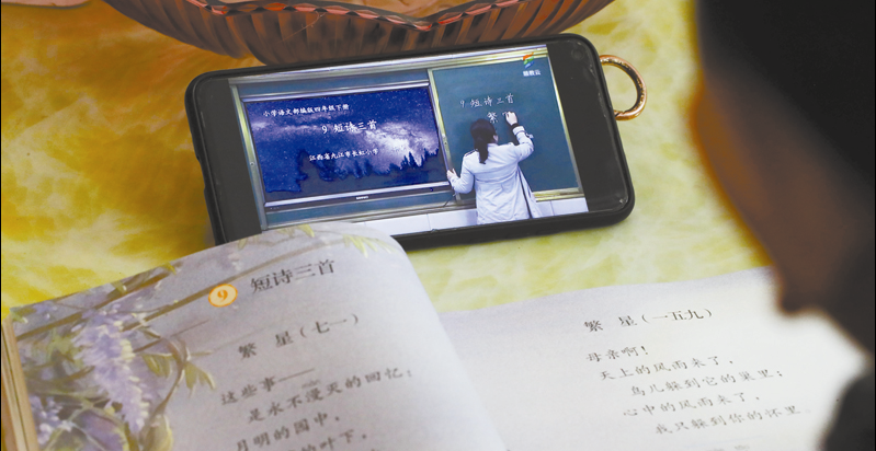 根据预测,到2027年,仅K12(小学至高中)阶段语文培训市场规模就达1018亿元。   人民视觉图
