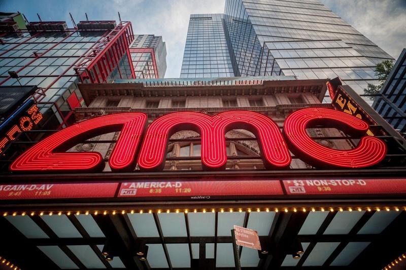 2012年,万达集团收购AMC院线100%股权,此后,万达的持股比例有所下滑,但在2018年仍持股半数。  东方IC图