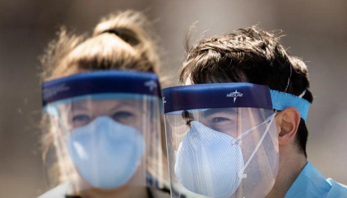 """""""研究称戴口罩能减少病毒传播 美国建议民众佩戴口罩"""