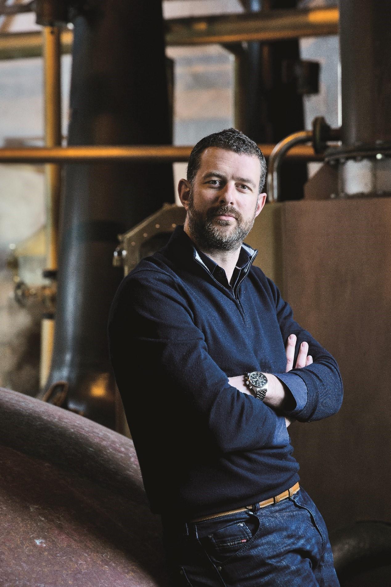 Douglas Taylor 现任布赫拉迪全球CEO。布赫拉迪是来自苏格兰的单一麦芽威士忌品牌,并于2012年加入法国人头马君度集团。