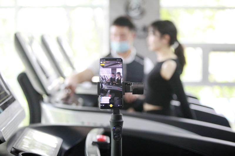 相比在线教育,在线健身课程仍然难以取代线下的氛围体验   人民视觉图