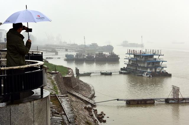 流域环境风险隐患特出成为长江经济带不息健康发展的主要瓶颈。摄影/章轲