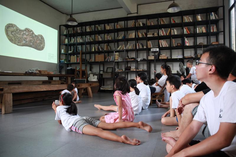 3位中国当代艺术家分别至湖南、浙江、云南三地乡村学校,与当地孩子共同创作大型艺术作品。