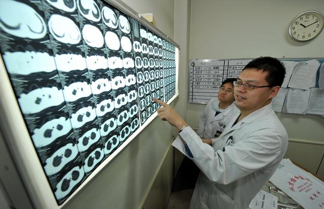 放射治疗作为肿瘤临床治疗的三大重要手段之一,发挥着越来越重要的作用。图为北京协和医院放射科。摄影/章轲