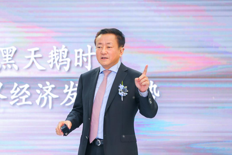 (樊纲老师出席缦园安和大赏暨世界经济艺术顶峰论坛)