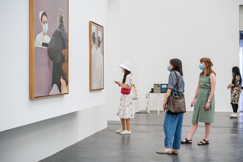 """展览""""危险中的沉思""""经过26位艺术家的作品,对当下和异日进走注视和思考。  图/UCCA"""