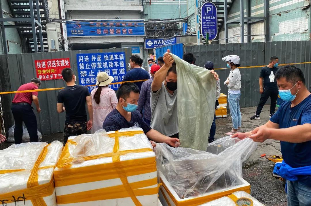 大批商户撤离生鲜产品。| 图片来源:视觉中国