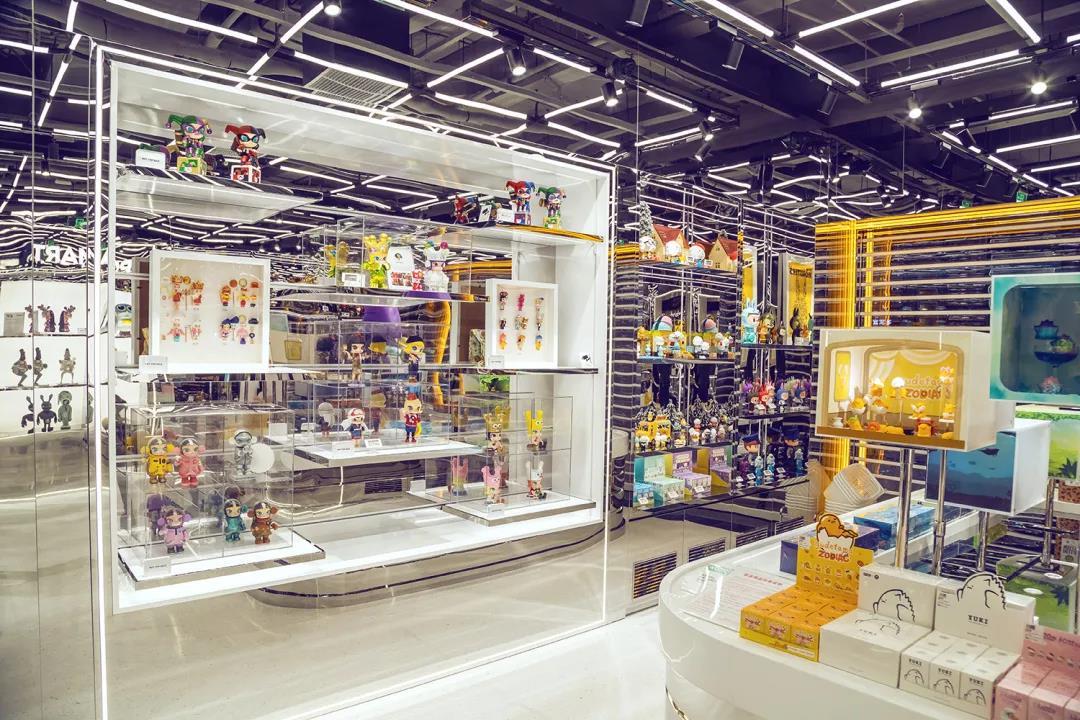 搪胶人偶是泡泡玛特的主要产品。