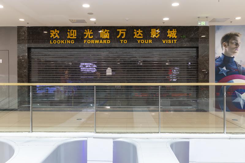 6月15日,江苏扬州一家万达影院仍处于关门歇业状态。   人民视觉图
