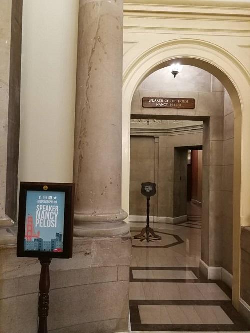 佩洛西在国会的办公室                                  第一财经记者冯迪凡提供