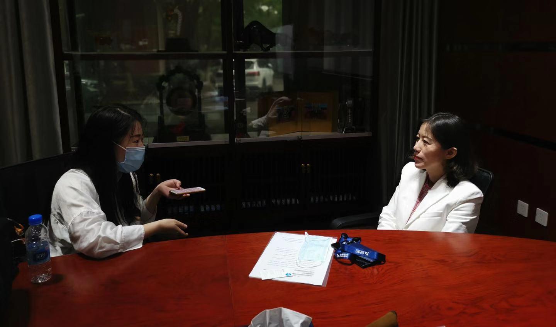 左:第一财经记者黄思瑜 右:心脉医疗总经理苗铮华
