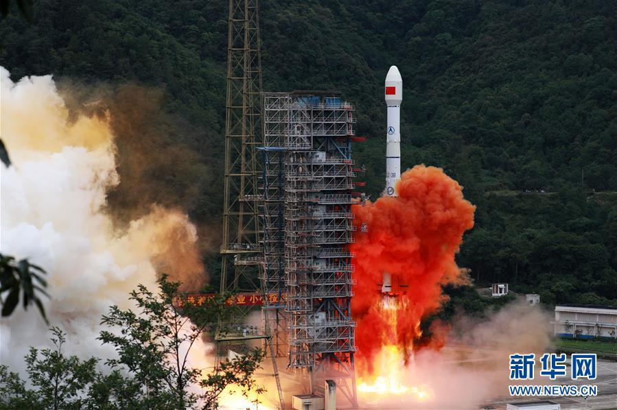 6月23日,我国北斗三号全球卫星导航系统最后一颗组网卫星在西昌卫星发射中心点火升空。  新华社发(胡煦劼 摄)