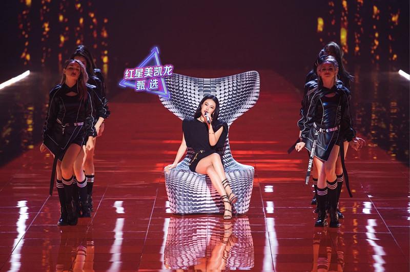 袁娅维与红星美凯龙设计尖货鱼尾座椅同列舞台C位
