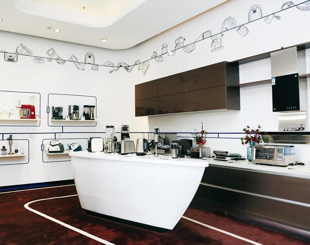 △新宝电器的产品展示厅,大部分不锈钢产品看不出品牌的印记。