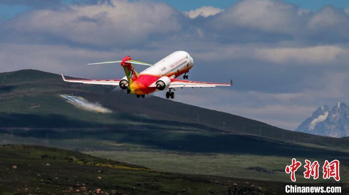 国产客机在全球海拔最高民用机场完成专项试验试飞 ARJ21飞机可覆盖所有高高原机场