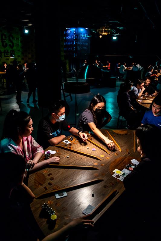 自2017年问世后,《金钱世界£¥€$》成为全球艺术节的热门剧目