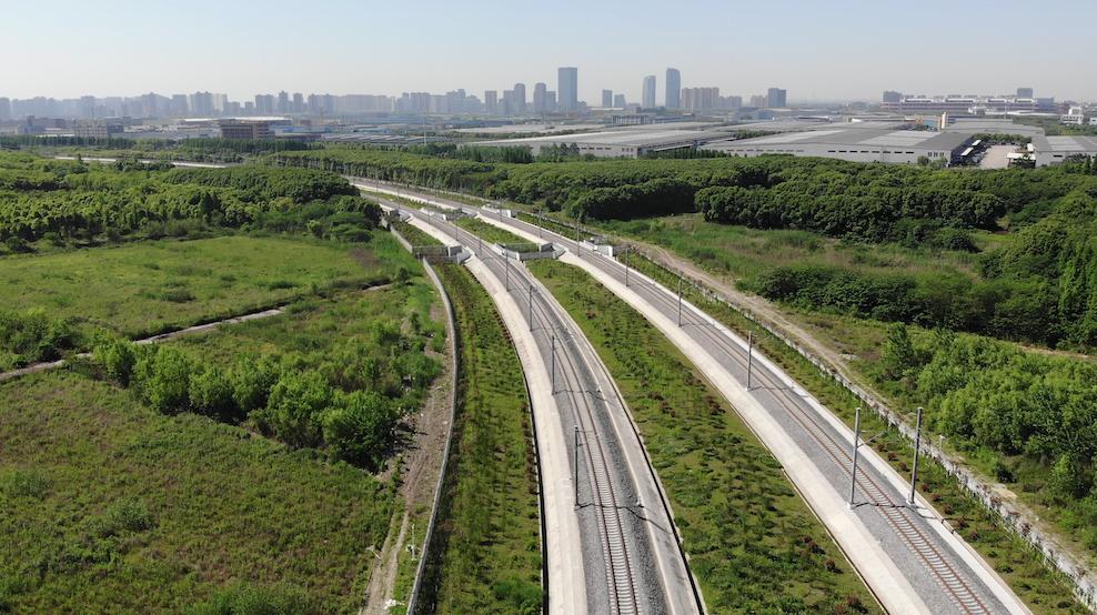 沪苏通铁路穿过天福湿地 沪杭客专提供