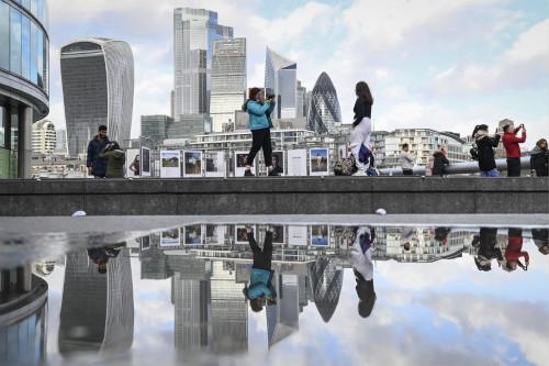 华尔街和欧洲的银行业巨头们,正在抛弃他们的伦敦据点。