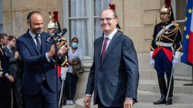 菲利普(左)的辞呈刚一获批,马克龙当天便任命卡斯泰(右)为新任总理。