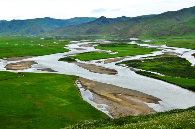 黄河流域水资源总量占全国水资源总量的2.6%,在全国七大江河中居第4位。图为青海三江源。摄影/章轲