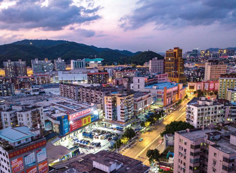 广州是全国服装商贸最发达的城市之一,沙河服装批发市场是华南三大服装批发集散地之一,至今已有近40年历史。   视觉中国图