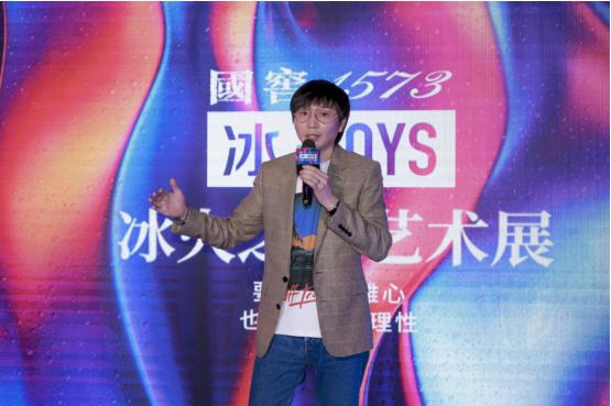 参展艺术家张亚东现场致辞