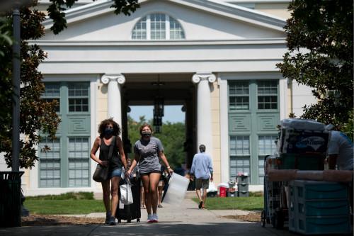 选择网络教学的美国高校,可能会损失大量期待亲身赴美体验优质教育的留学生。
