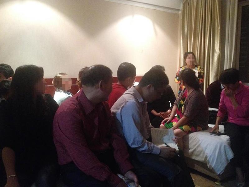 2015年春季,袁长庚跟着团队去青岛开会,大家每晚都要聚在房间里一起分享心得体会。