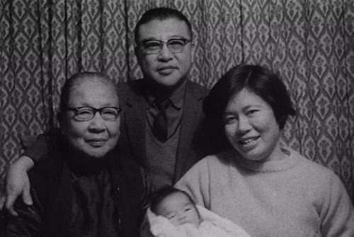 许倬云夫妇与母亲、孩子,摄于1970年代初