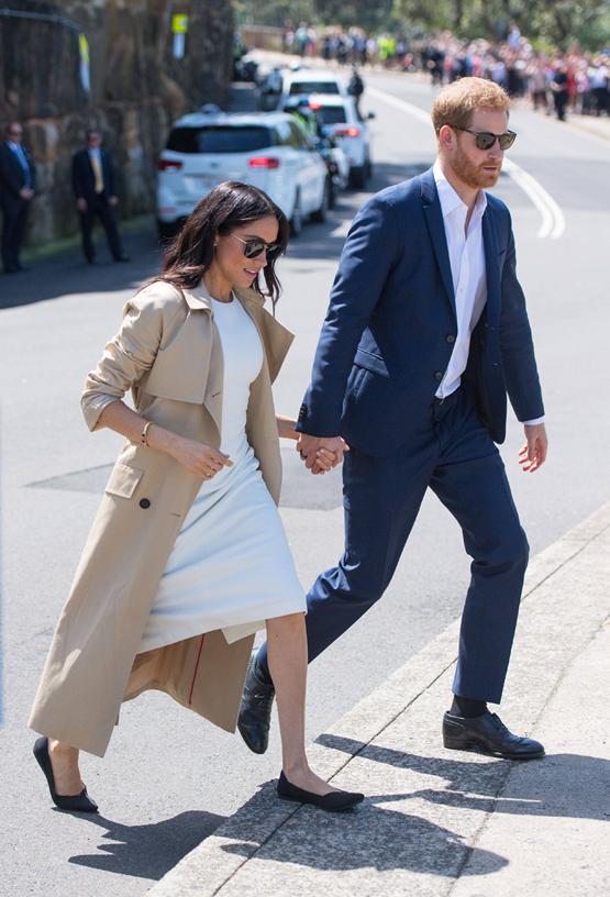 哈里王子妻子梅根穿着环保鞋