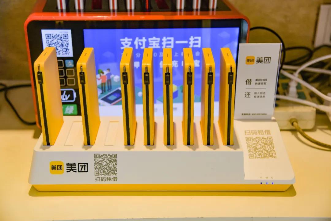 一家酒店内的美团充电宝。| 图片来源:视觉中国