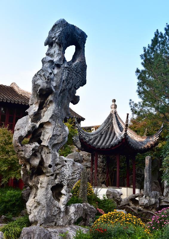 留园林泉耆硕之馆的冠云峰   视觉中国图