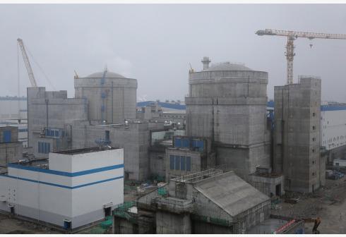 中核集团田湾核电站5号机组(左)和6号机组。新华社图