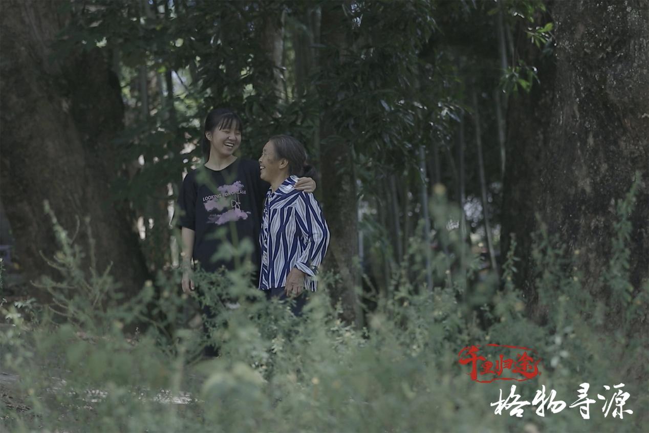 即将赴广东清远上学的陈青华,身上承载着全家人对未来的希翼。