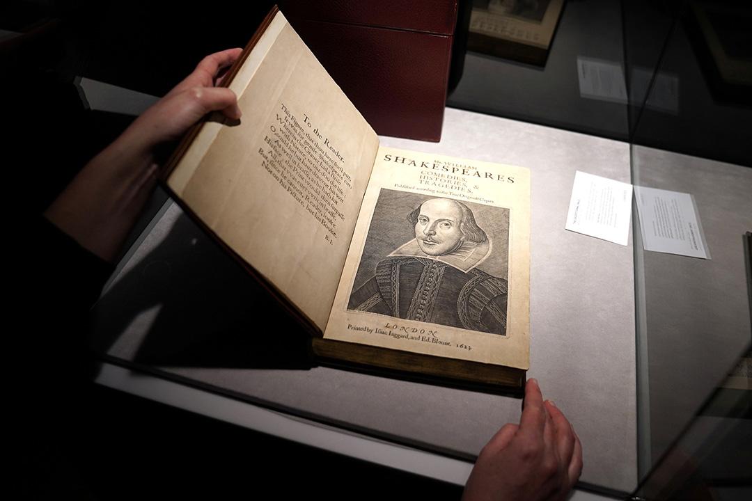 莎士比亚合集拍卖破纪录 成交价近千万美元