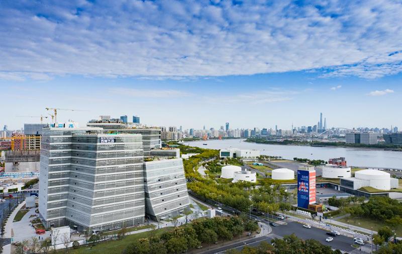 西岸艺岛Art Tower由荣获普利兹克建筑奖的日本建筑专家妹岛和世和西泽立卫主持的SANAA建筑事务所担纲设计。