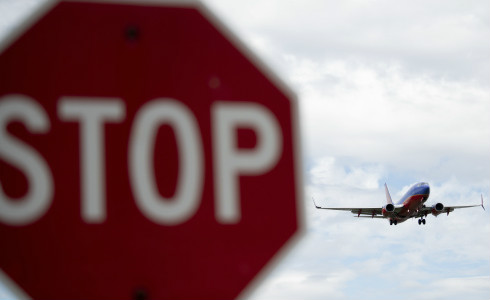 美国国土安全部官员称,鼓励美欧之间安全的跨大西洋旅行,目前谈判尚处于初期阶段。