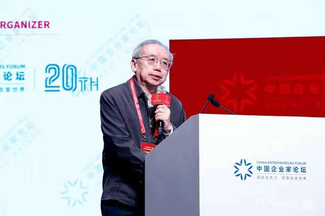 王小鲁:建议加快城镇常住人口落户,提高社保和保障房覆盖率