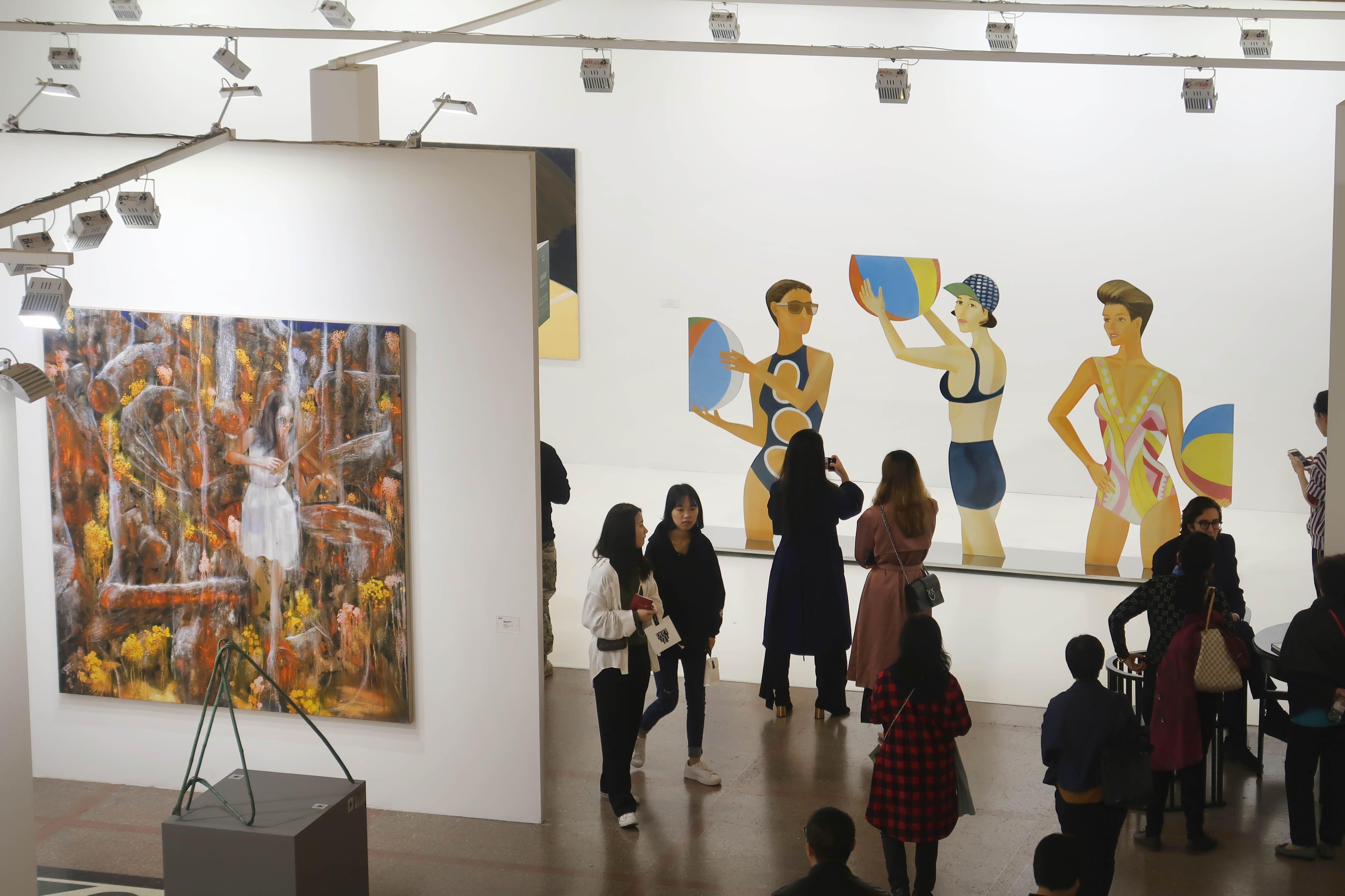 ART021当代艺术博览会    视觉中国图