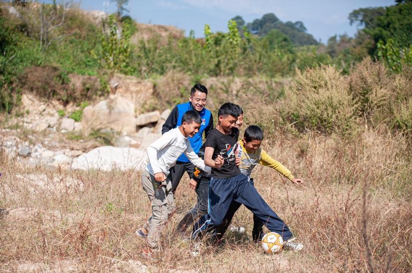 大山里的足球赛