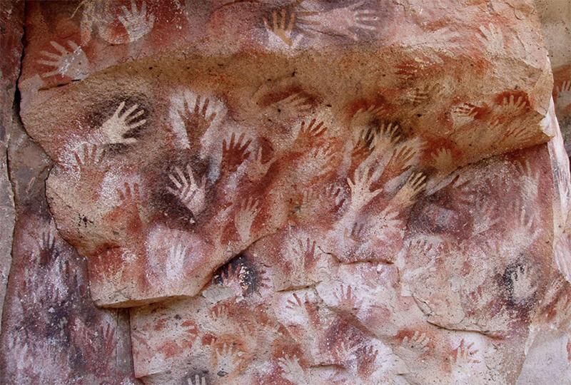 阿根廷洛斯马诺斯岩洞壁画中著名的人手图形