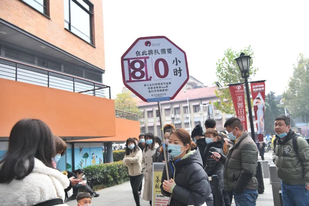 茶颜悦色武汉首店开业现场   图片来源:视觉中国