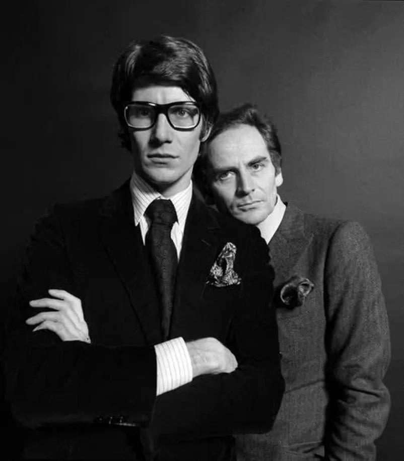 伊夫·圣罗兰(左)与皮尔·卡丹(右)