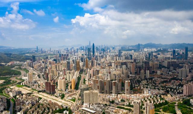 8月26日拍摄的深圳市区(无人机照片)。新华社图。
