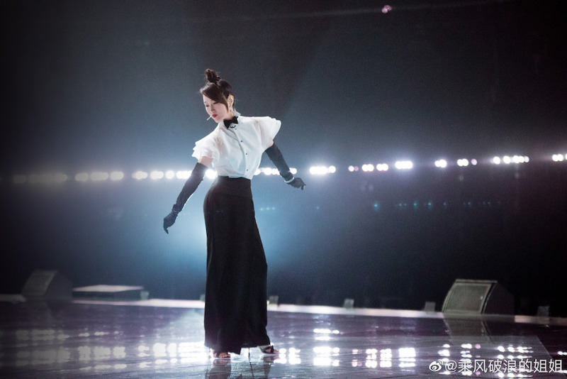 杨钰莹在《乘风破浪的姐姐》舞台