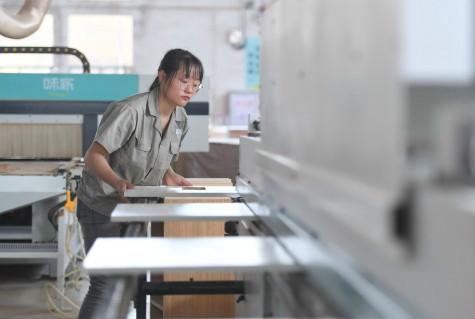 """梁明称,在""""六保""""政策中,中国在""""保市场主体""""方面成效显著。"""