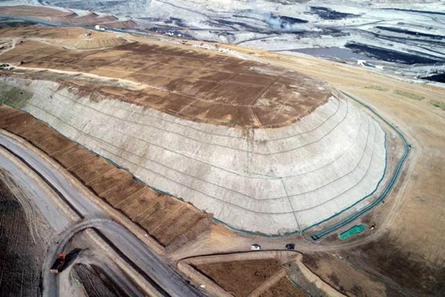 南露天煤矿沿帮排土场治理前